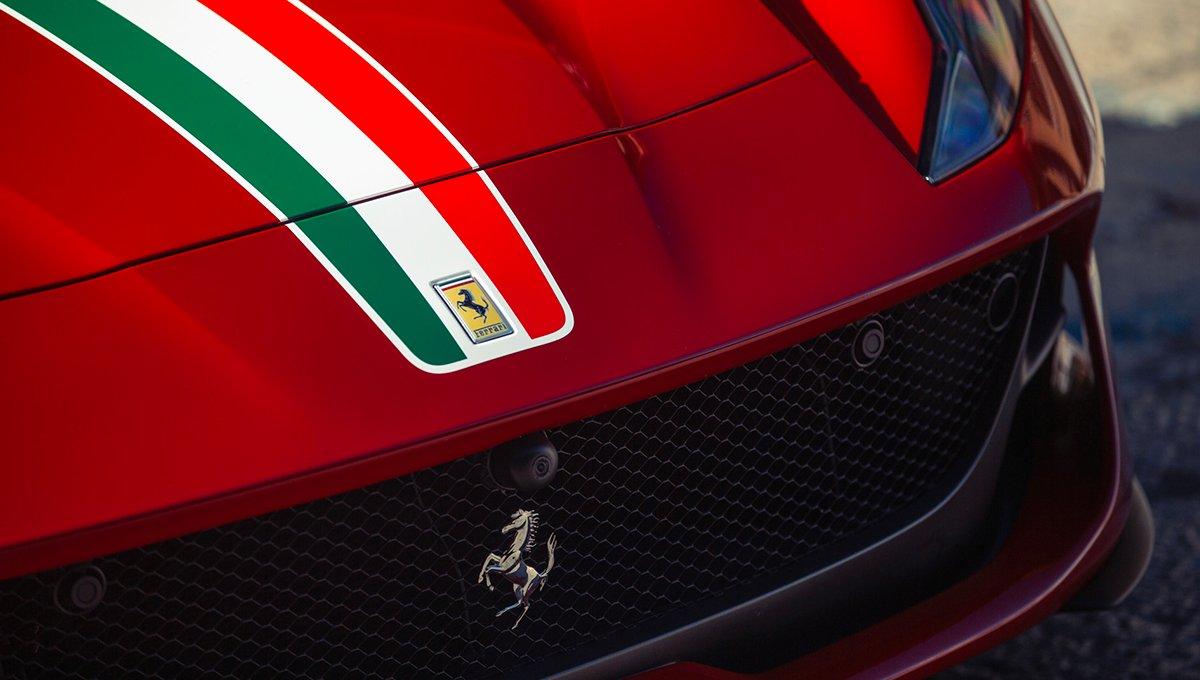 Chi si ferma è perduto: nel 2025 la prima elettrica Ferrari